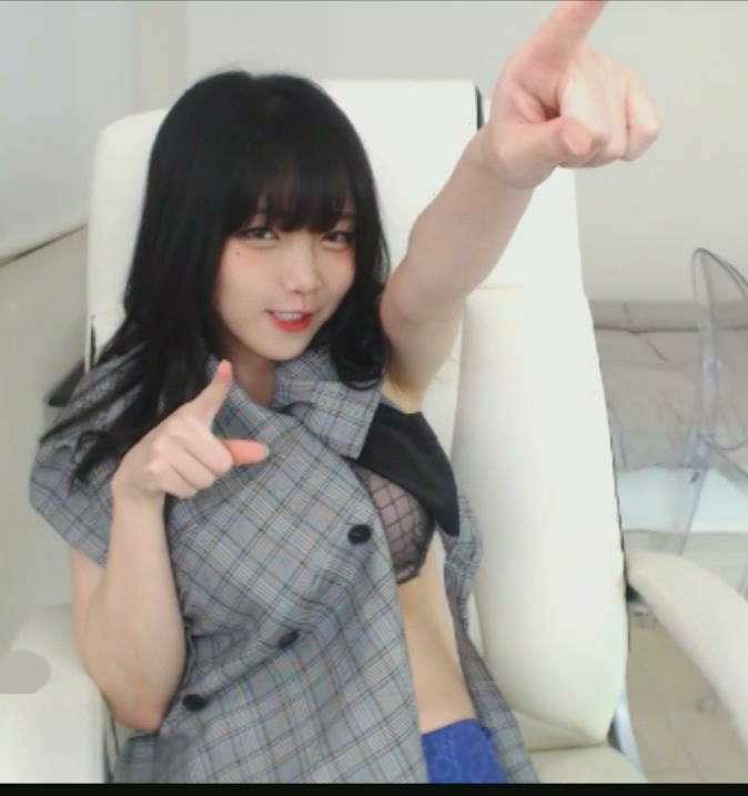 可爱的韩国巨胸女主播tyche122直播秀 [1V+1.45GB]