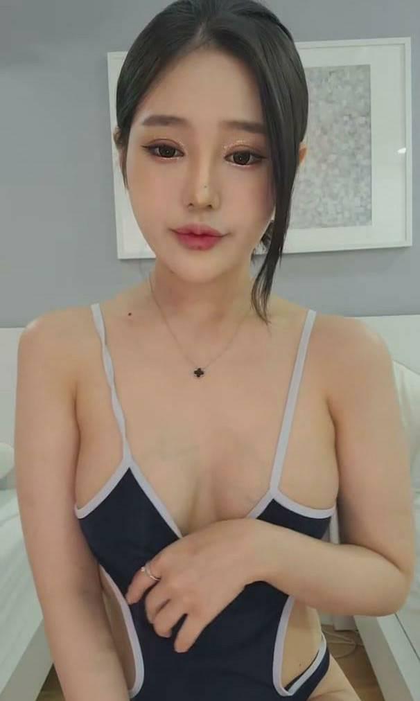 可爱妹子律儿露脸共10小时 [2V+11.1G]