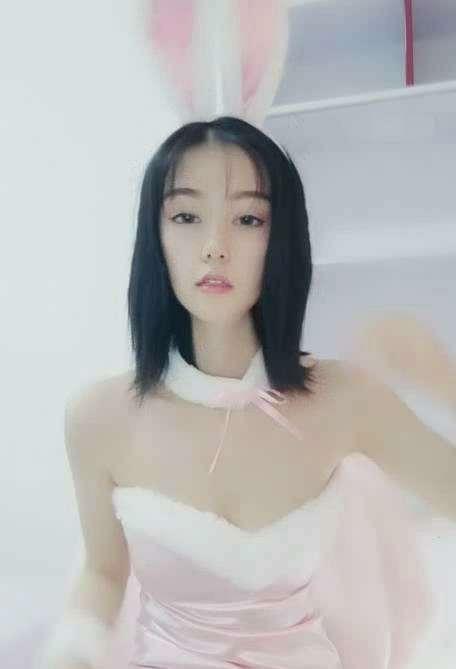 清纯系短发女主播小改改精品秀[4v+1.71G]