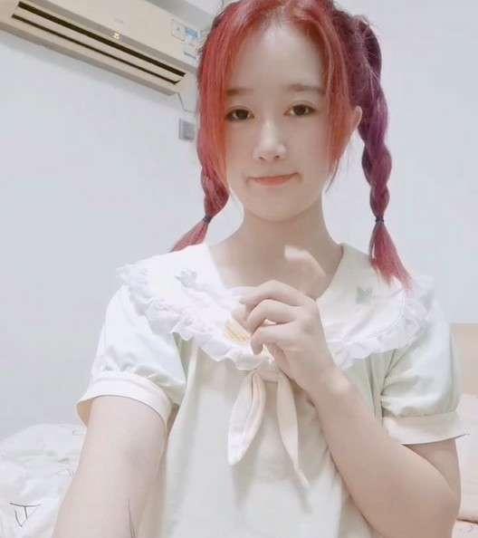 长相甜美萝莉女友芽芽视频[1V/1.39G]